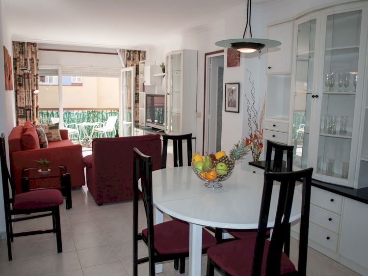 Apt. 500m from beach with parking